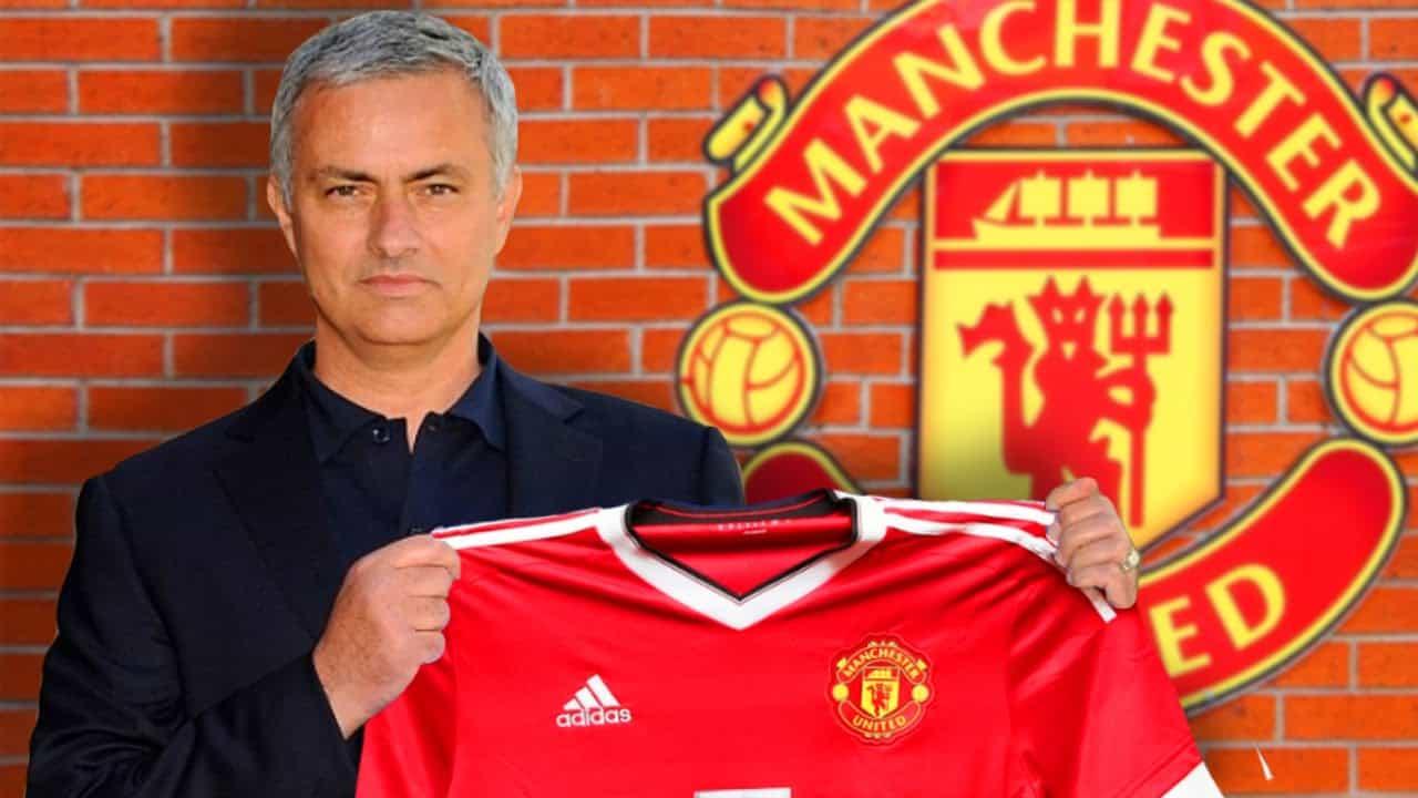 Mourinho Ingin Lebih Lama di United